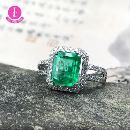 18k金祖母綠戒指